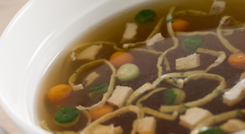 Caldo de carne con verduras