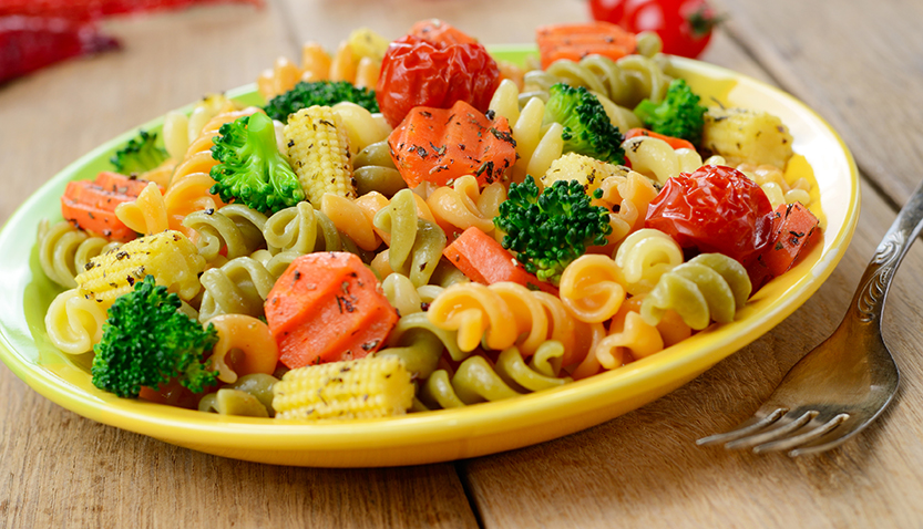 Fusilli al pesto con verduras