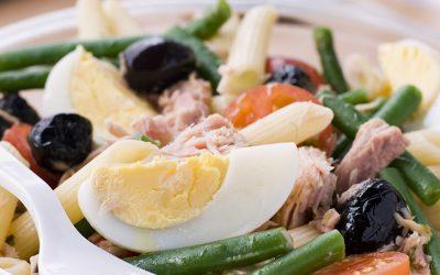Pasta con atún, huevo y ejotes