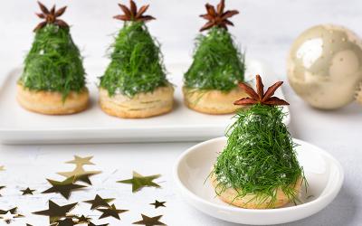Arbolitos navideños de queso con galleta