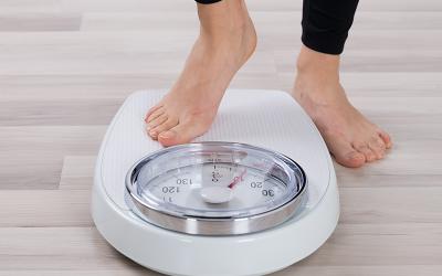Tips para cambiar tu estilo de vida a uno más saludable este 2021 y bajar grasa