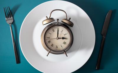 ¿Debe saltarse el desayuno para perder peso?